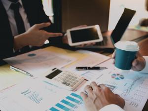 無形商材を扱う企業の営業職の仕事内容を解説! 有形商材との違いは?